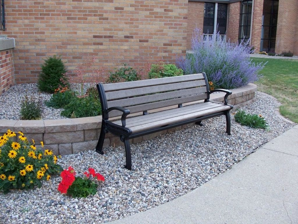 outdoor bench made with recycled plastic wood